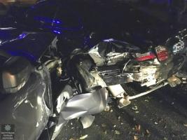 Пьяный водитель с бутылкой в руках протаранил две иномарки
